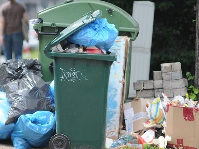 Nowe przepisy regulujące gospodarkę śmieciową obowiązują od 1 lipca.