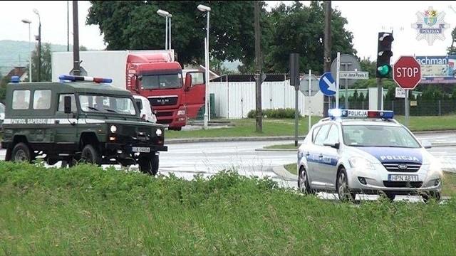 Miejsce znalezienia zabezpieczali policjanci do czasu przyjazdu wojskowych saperów.