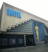 """""""Szalone nożyczki"""" w dawnym Bałtyku! Teatr Powszechny przeniósł się na ul. Narutowicza"""