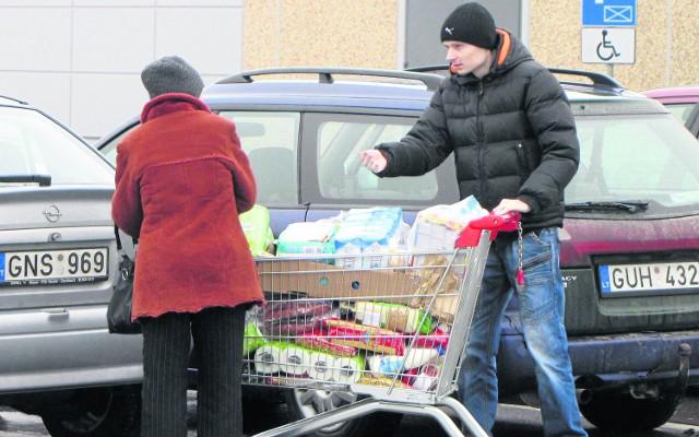 Region. Na gościach ze Wschodu biznes robią marketyKoszyki Litwinów są wypełnione wszystkimi produktami, które u nas są tańsze niż w ich kraju