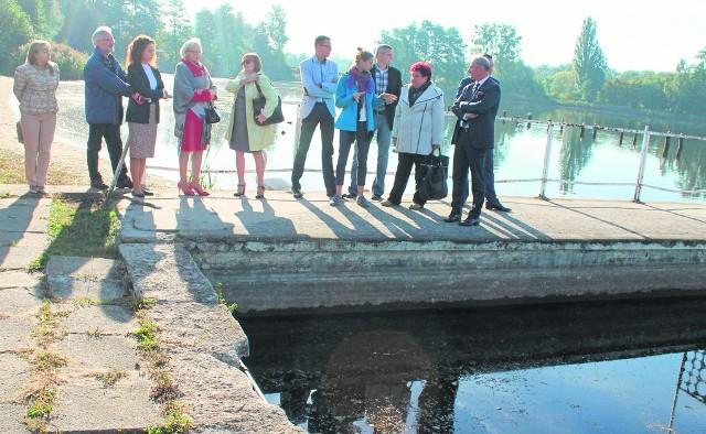 Dyskusje nad odbudową kąpieliska trwały całą kadencję obecnej rady. Efektem będzie zachowanie naturalnego stawu, który ma swoim charakterem przypominać np. żwirownię w Lewinie.