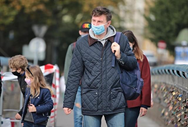Z drugiego na szóste miejsce na świecie spadła Polska w zestawieniu dotyczącym poziomu obaw wywołanych pandemią.