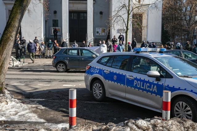Demonstracja pod krakowskim kościołem św. Szczepana