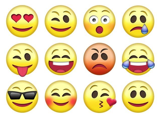 Współczesny internet pełen jest różnego rodzaju emotikonów. Pomagają one internautom w wyrażaniu emocji.