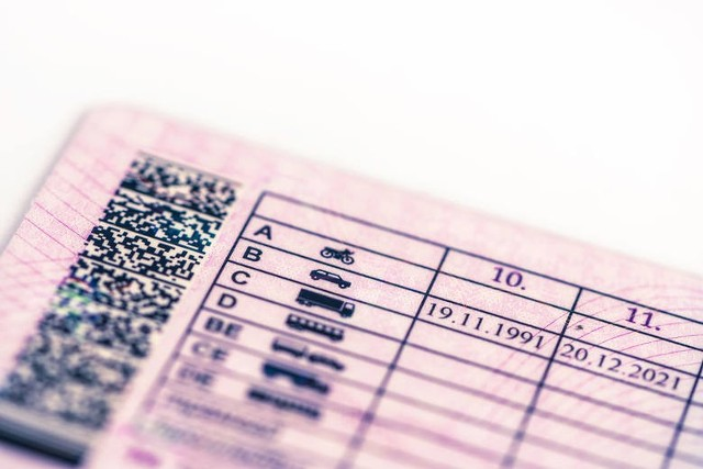 Ministerstwo Infrastruktury prowadzi prace nad rozszerzeniem uprawnień posiadaczy prawa jazdy z kategorią B. Co zakładają zmiany? Co zyskają dzięki nim kierowcy, którzy posiadają prawo jazdy kategorii B? Sprawdźcie!WIĘCEJ NA KOLEJNYCH STRONACH>>>
