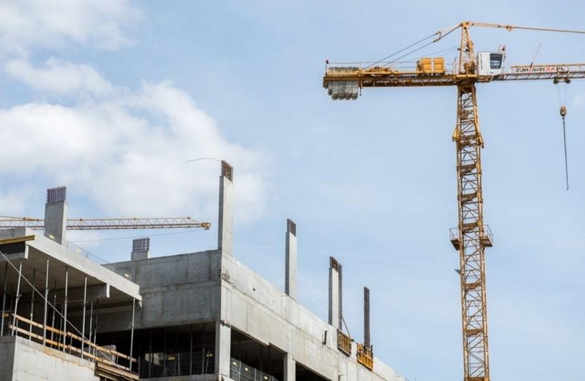 Na dachu nowego budynku głównego Wojewódzkiego Szpitala...