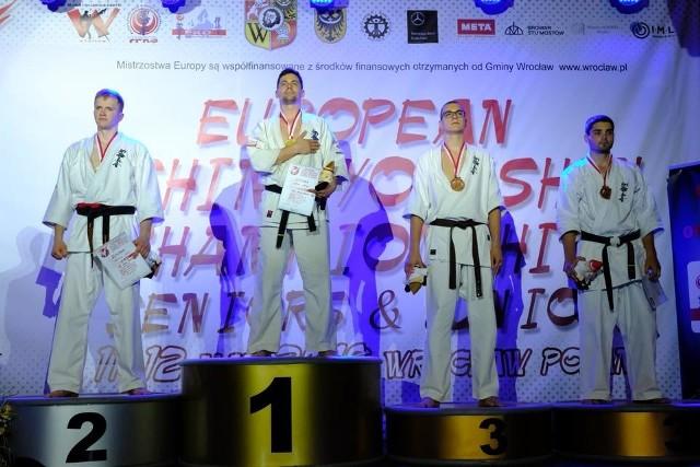 Maciej Mazur (na najwyższym stopniu podium) w finale pokazał się z najlepszej możliwej strony