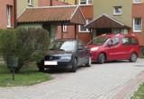 Tarnobrzeg. Mistrzowie parkowania w akcji. Strażnicy miejscy prezentują kolejne przykłady (ZDJĘCIA)