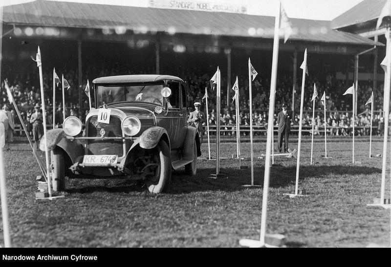 Turniej samochodowy, zorganizowany przez Krakowski Klub Automobilowy, składający się z rajdu pętlicowego, konkursu elegancji i gymkhany, czyli jazdy po torze przeszkód (1929)