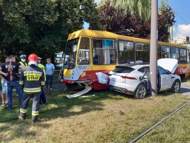 Do groźnej kolizji z udziałem tramwaju i samochodu osobowego doszło w środę, kilka minut przed godz. 10, na ul. Limanowskiego.ZDJĘCIA I WIĘCEJ INFORMACJI - KLIKNIJ DALEJ