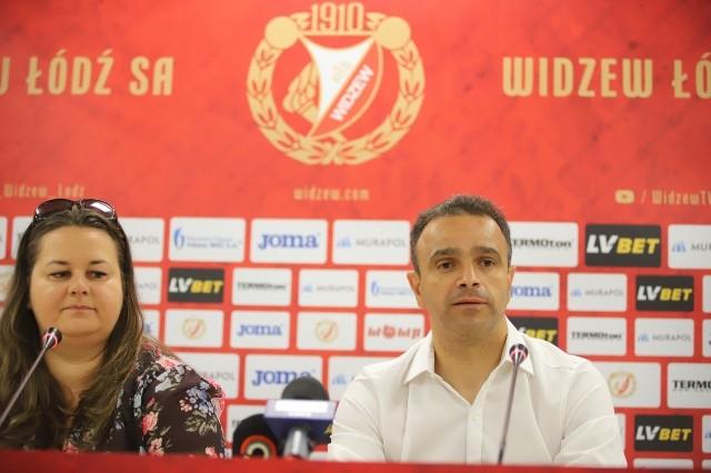 W czwartek o godz. 12 na stadionie Widzewa został przedstawiony nowy trener Widzewa. Kim jest nowo wyłoniony trener?Czytaj więcej na następnej stronie