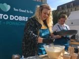 """Jak """"najlepiej"""" ratować jedzenie po terminie? Ola Juszkiewicz i Joanna Mrozek z Masterchefa gotują w ten weekend przed Teatrem Śląskim"""