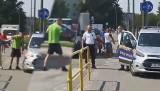 Bydgoszcz: Straż Miejska nie zareagowała na zaczepki pijanego, agresywnego mężczyzny. On odszedł, oni odjechali [wideo]