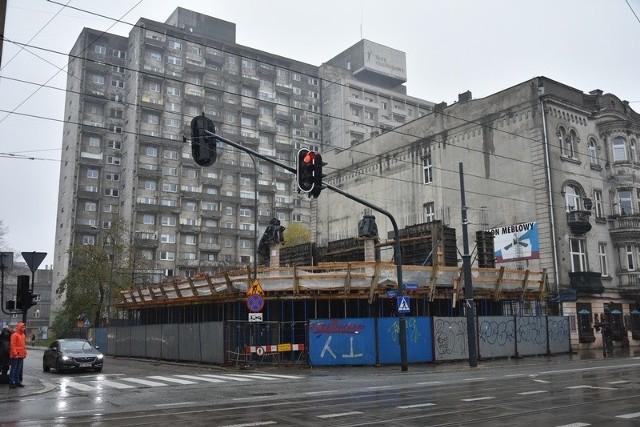 Obecny stan zaawansowania robót budowlanych - powstaje  druga kondygnacja budynku mieszkalnego.