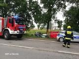 Śmiertelny wypadek pod Pabianicami. Samochód uderzył w drzewo