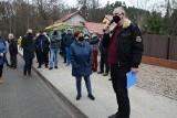 Mieszkańcy Jędrzychowa: dlaczego przez zniszczoną drogę odbiera nam się autobus? Zielonogórzanie walczą o przywrócenie linii 44