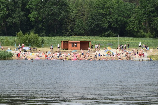 W weekendy zalew w Świdnicy przeżywa prawdziwe oblężenie. Przyjeżdża tu sporo turystów, ale odpoczywają i mieszkańcy.