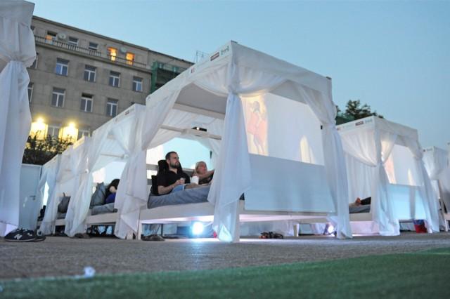 Łóżkoteka, czyli kino łóżkowe na placu Wolności w Poznaniu