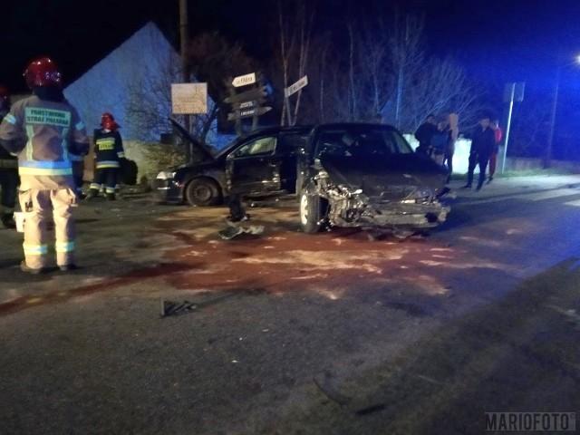 Zderzenie dwóch samochodów osobowych w Opolu Winowie.