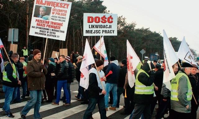 Między godziną 14 a 16 związkowcy Anwilu blokowali przejście dla pieszych przez ul. Toruńską. Przechodzili przez pasy w cyklach dwudziestominutowych, po czym przepuszczali pojazdy w trzyminutowych przerwach.