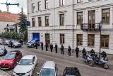 Świętokrzyscy policjanci żegnali kolegę zastrzelonego na służbie. W południe zawyły syreny radiowozów