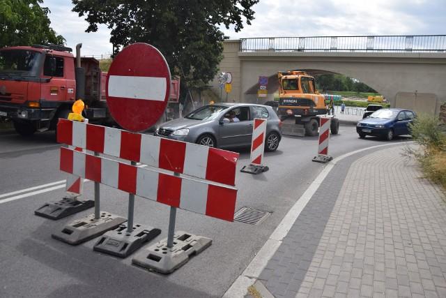 Skrzyżowanie ul. Spichrzowej z Hejmanowskiej dostępne jest tylko dla kierowców jadących od strony mostu Staromiejskiego.