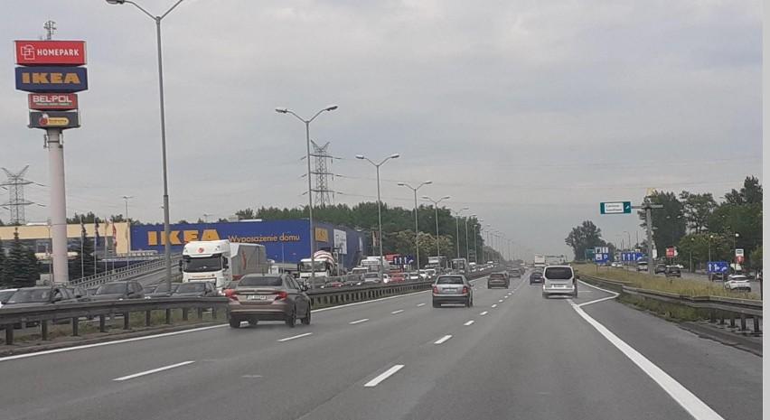 Gigantyczne korki na DTŚ. Wypadki w Katowicach i zamknięty tunel. Policja wprowadza objazdy