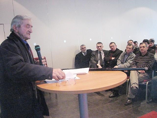 Jan Kulpa, rolnik z Grabia w gm. Aleksandrów Kujawski, któremu Jantur winien jest 60 tys. zlotych, na konferencji PiS w Toruniu