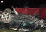 Powiat łukowski: BMW dachowało. Na miejscu zginął 19-latek, a 18-latka trafiła do szpitala
