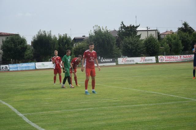 Marcin Bykowski (na pierwszym planie) strzelił jednego z goli dla Pilicy w meczu z Granatem.