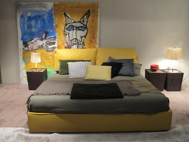 Sypialnia - projekt z Mediolan 2012Sztuka czy też stare książki sprawiają, że wnętrze zyskuje na oryginalności, a zarazem jest bardziej przytulne. Ekspozycja Marek Abbracio.