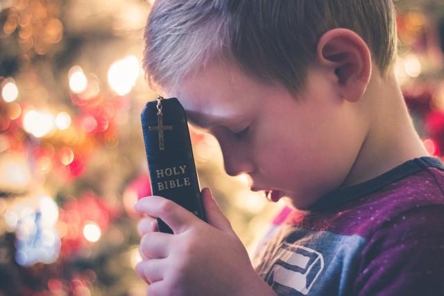 Ewangelia na Wigilię. Jaki fragment Pisma Świętego czytamy w Wigilię. Jaka modlitwa na Wigilię będzie odpowiednia?