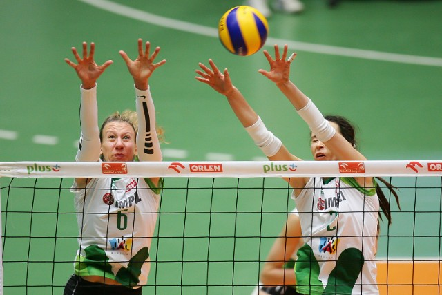 Frauke Dirickx (po lewej) i Katarzyna Mroczkowska (po prawej) powalczą o awans na MŚ we Włoszech