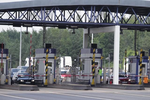 Rząd zlikwiduje szlabany na państwowych autostradach. Przejazd będzie odbywał się bez zatrzymywania się. W jaki sposób będzie się płacić?