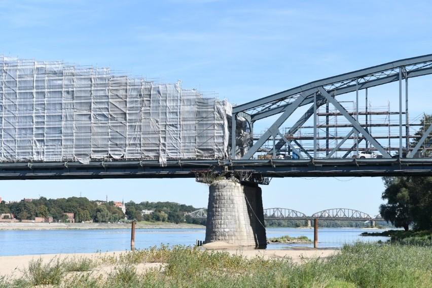Trwa remont mostu w Toruniu. Kiedy kolejne utrudnienia w ruchu?