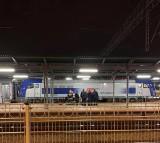 Wypadek przy dworcu PKP w Tarnowie. Pociąg potrącił kobietę, która była na torach