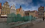 Wrocławskie fontanny miały trysnąć, ale wciąż na nas czekają [GALERIA]