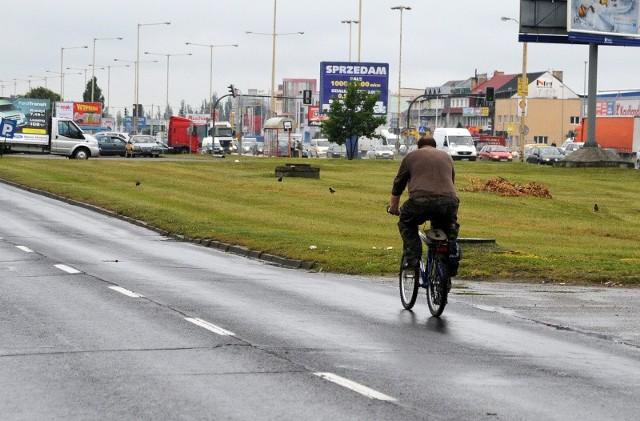 Jazda rowerem po ulicy Struga nie należy do bezpiecznych, a miasto ignoruje specjalistyczne uwagi Stowarzyszenia Rowerowy Szczecin.