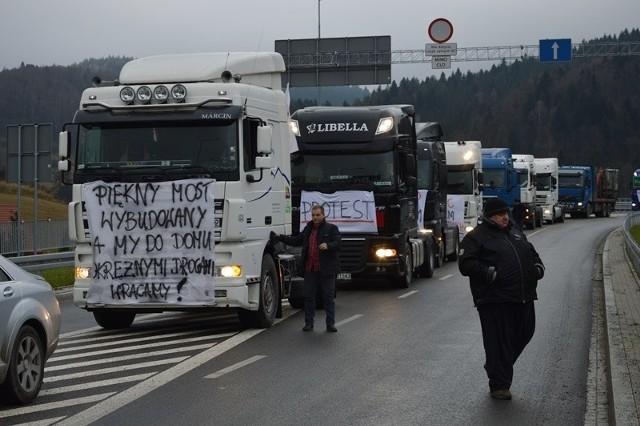 Odblokowania dróg dla tirów na Słowacji domagały się w grudniu sądeckie firmy transportowe