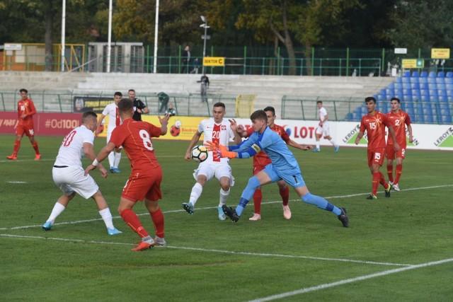Reprezentacja Polski do lat 17 zwyciężyła 3:2 w rozegranym w Toruniu meczu eliminacji mistrzostw Europy z Macedonią Północną.Biało-Czerwoni już w 19. minucie stracili bramkę, ale później z nawiązką odrobili straty. W sobotę nasz zespół zagra w Inowrocławiu z Liechtensteinem, a we wtorek we Włocławku z Belgią. Również we wtorek w Toruniu odbędzie się mecz Liechtenstein - Macedonia Północna. Wszystkie wymienione spotkania będą się zaczynały o 15:30.Polska - Macedonia Północna 3:2 (1:1)0:1 Gjorgoski (19), 1:1 Balcewicz (29), 2:1 Kusztal (63), 3:1 Kozłowski (70), 3:2 Saitoski (87)POLUB NAS NA FACEBOOKU Nie wiesz, jak skorzystać z PLUSA? Kliknij TUTAJ;nf, a dowiesz się więcej![lista][*] Co dostanę w ramach abonamentu?;nf[*] Dlaczego mam płacić za treści w sieci?;nf[*] Najczęstsze pytania;nf[/lista]