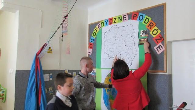 Uczniowie korespondują z rówieśnikami z innych miast, poznają różne regiony kraju.