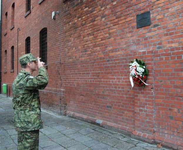 19 sierpnia Komendant Placówki Straży Granicznej w Opolu uczcił pamięć Powstańców Śląskich. Ppłk SG Jerzy Łukasik złożył kwiaty i oddał hołd powstańcom śląskim przed tablicą pamiątkową przy wejściu do Placówki Straży Granicznej w Opolu.
