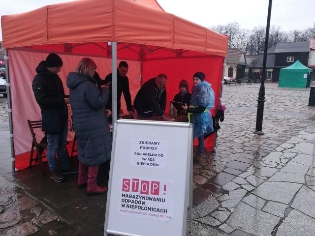 Podpisy pod petycją zbierano m.in. na rynku w Niepołomicach