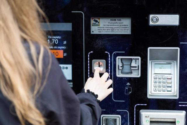 We wszystkich automatach biletowych w Krakowie można już płacić kartą