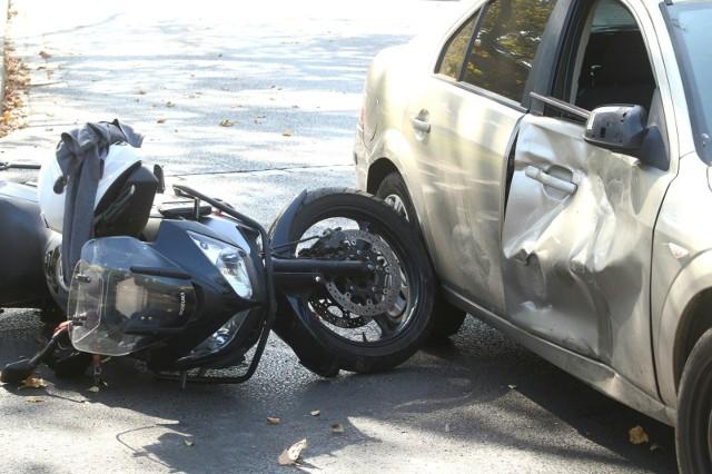 Wypadek, w którym śmierć poniósł motocyklista, wydarzył się w niedzielne (11 kwietnia) w Szustku