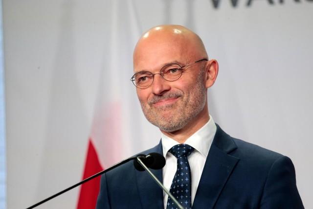 - Żaden polski minister nie zgodzi się na podpisani umowy, która de facto jest niewypowiadalna- przyznał.