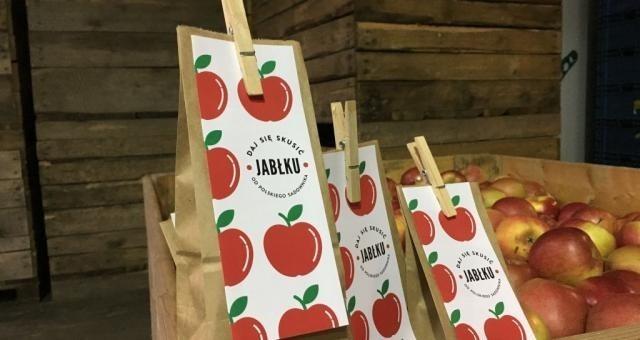 Święto Niepodległości w pociągach. Pasażerowie dostaną polskie jabłka