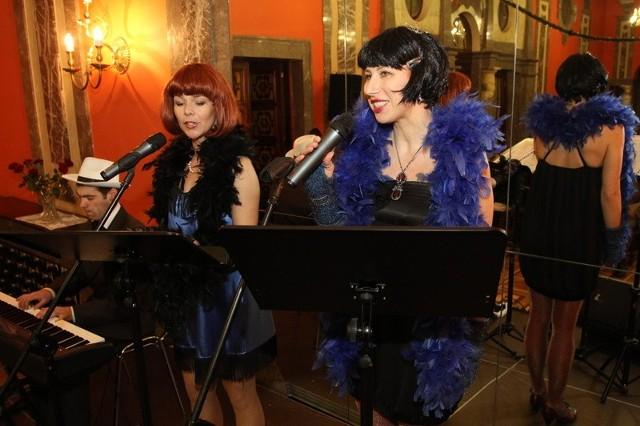 Ewa Robak i Agnieszka Majcher z Chóru Kameralnego Fermata cierpliwie uczyły śpiewania.