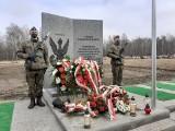 """Narodowy Dzień Pamięci """"Żołnierzy Wyklętych"""" w Katowicach. Na cmentarzu komunalnym odsłonięto pomnik poświęcony żołnierzom niezłomnym"""