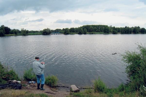 Zalew w Kotlinach to 25 hektarów powierzchni wody. Po jej spuszczeniu zamieniłby się w grzęzawisko i wylęgarnię komarów...